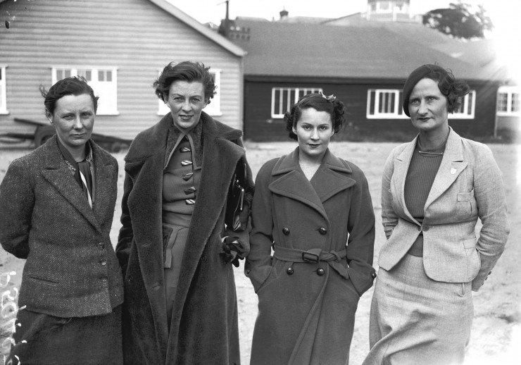 Racing-drivers-Gwenda-Stewart-Doreen-Evans-Kay-Petre-Elsie-Wisdom-Sept-1935