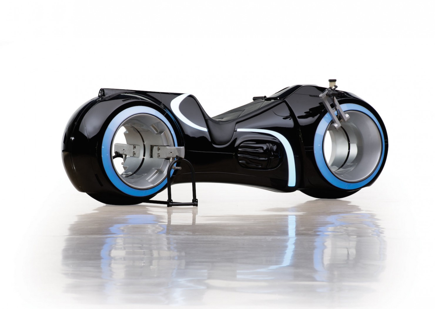 Tron Lightcycle 1
