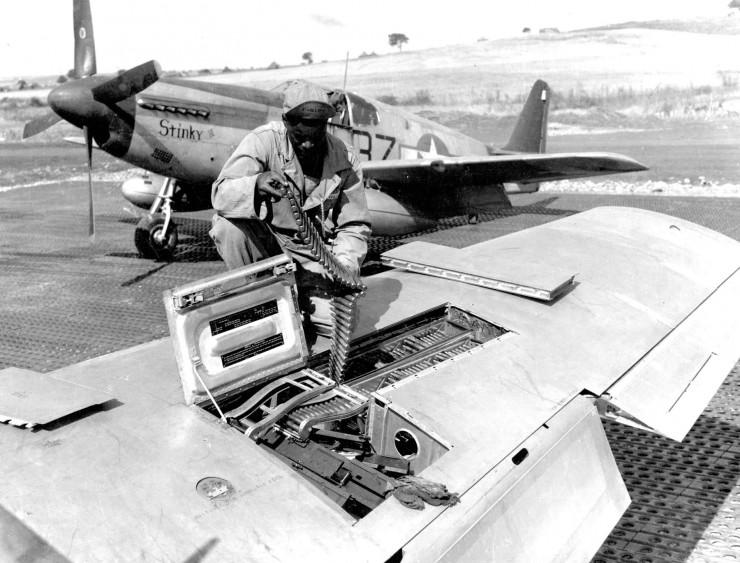 P-51B_100FS_332FG_Italy_1944