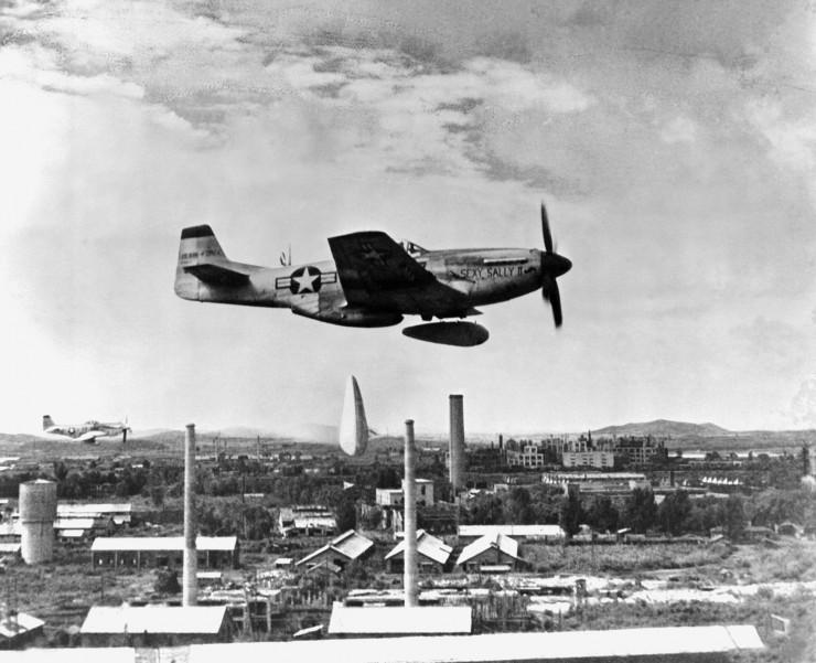 P-51_Mustang_bombs_NKorea_HD-SN-98-07611