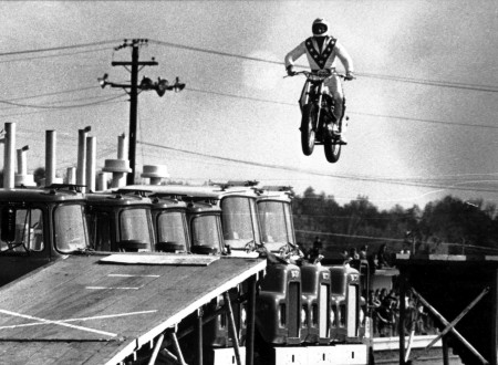 evel knievel jumping thumbnail 450x330 - Evel Knievel Wide World Of Sport Special