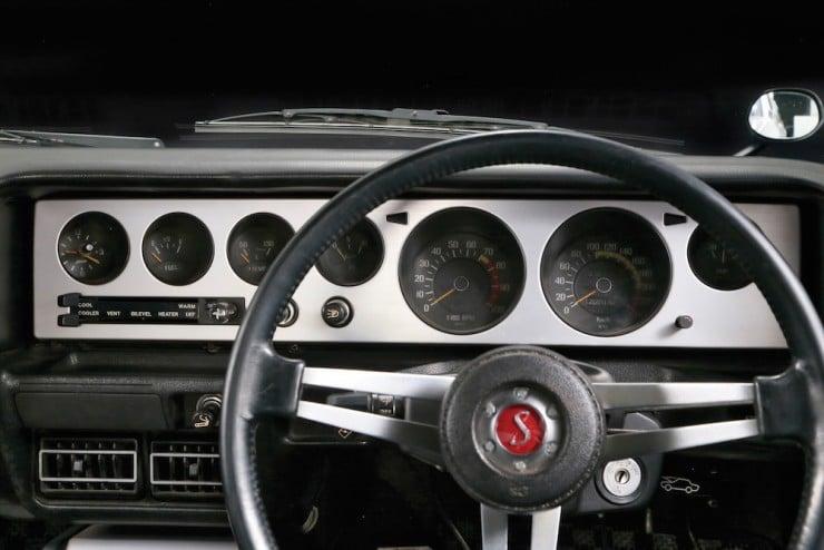 Nissan Skyline H:T 2000GT-R 10