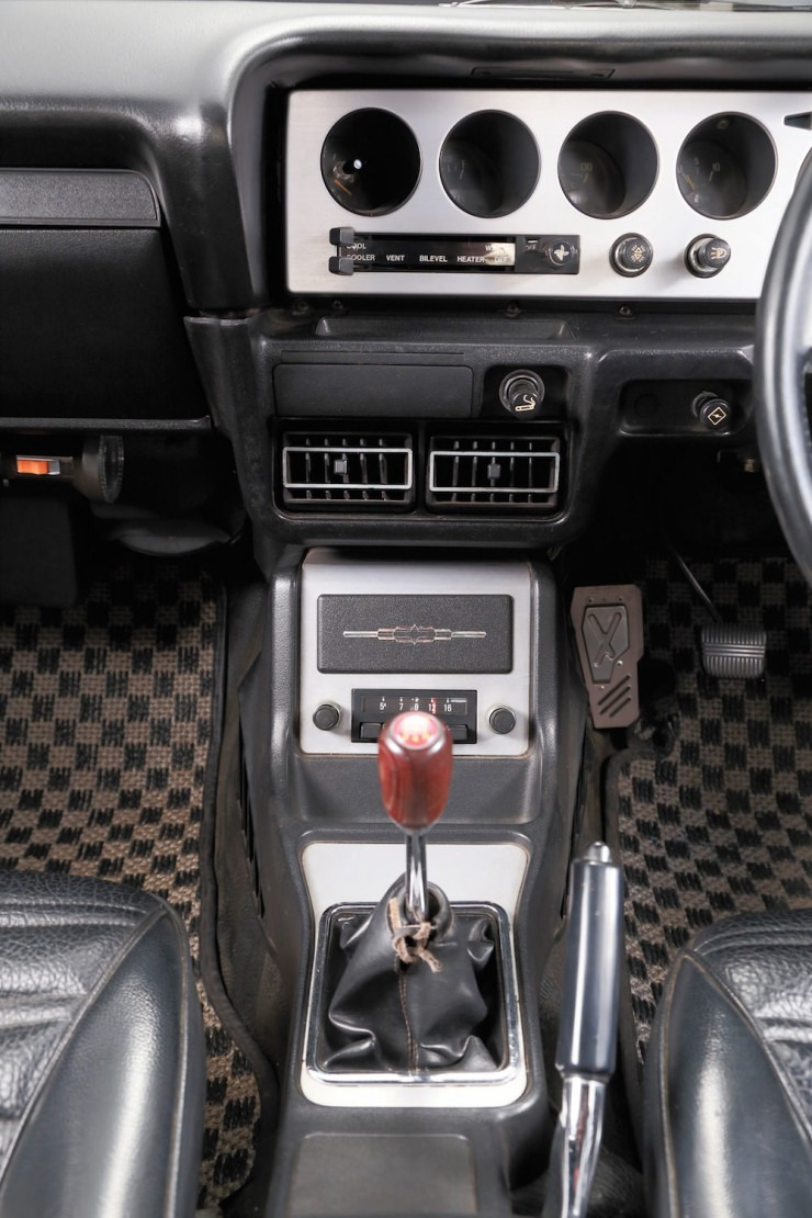 Nissan Skyline H:T 2000GT-R 11