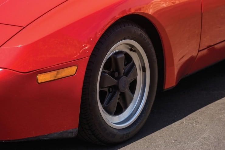 Porsche-944-Turbo-10