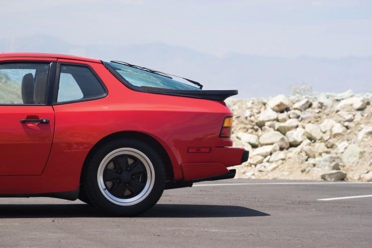 Porsche-944-Turbo-11