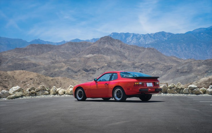 Porsche-944-Turbo-17