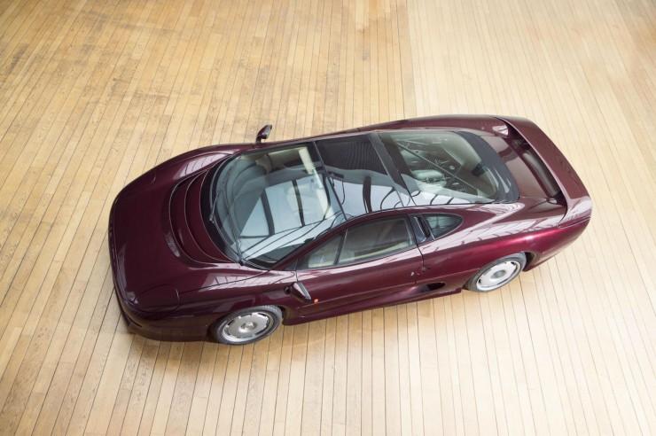 Jaguar-XJ220-5
