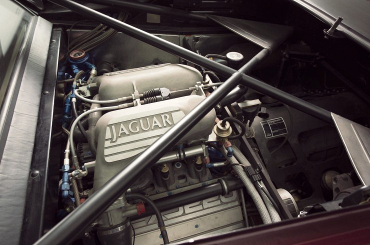 Jaguar-XJ220-8