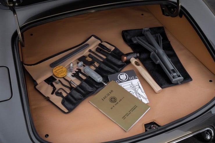 Jaguar E-Type Series 1 16