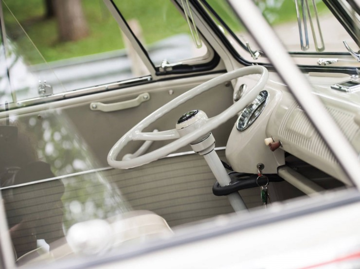 Volkswagen Type 2 '21-Window' Deluxe Microbus 9