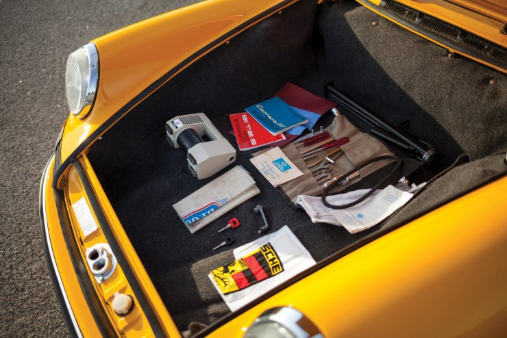 Porsche-911-Carrera-RS-11