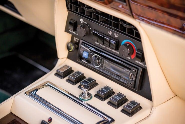 Aston Martin V8 Vantage 9