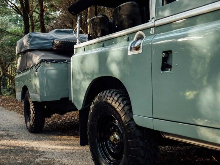 Land Rover 15