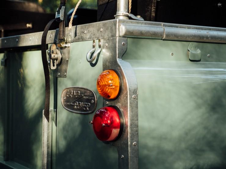 Land Rover 9