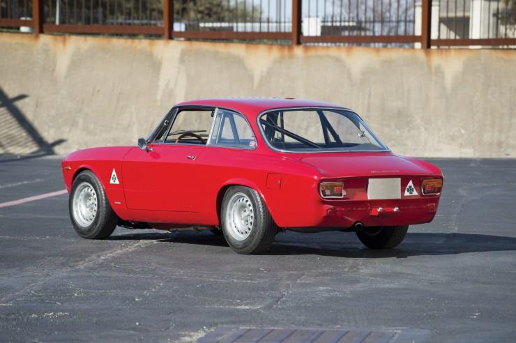 Alfa-Romeo-Guilia-GTA-1