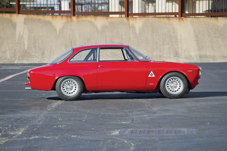 Alfa-Romeo-Guilia-GTA-4