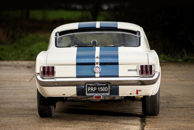 Shelby-Mustang-GT350-11