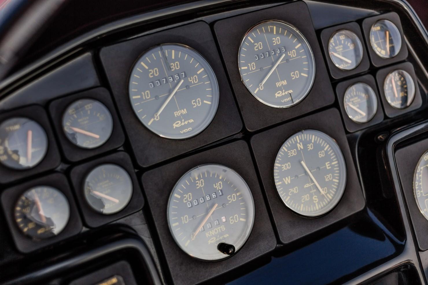 Riva Ferrari 32 10