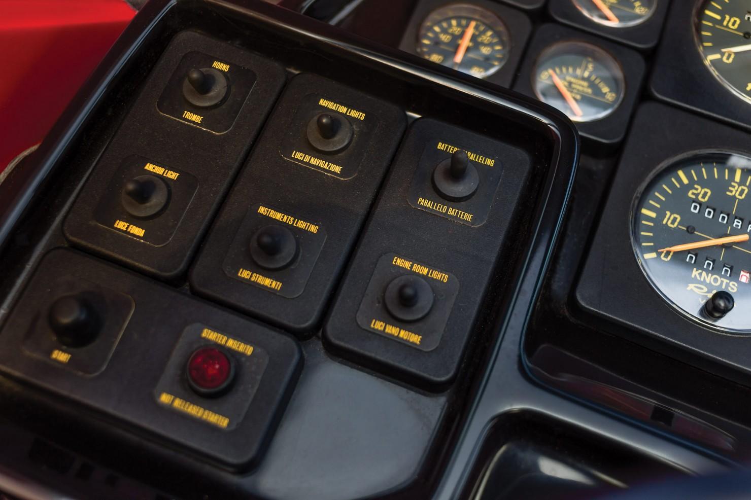 Riva Ferrari 32 11