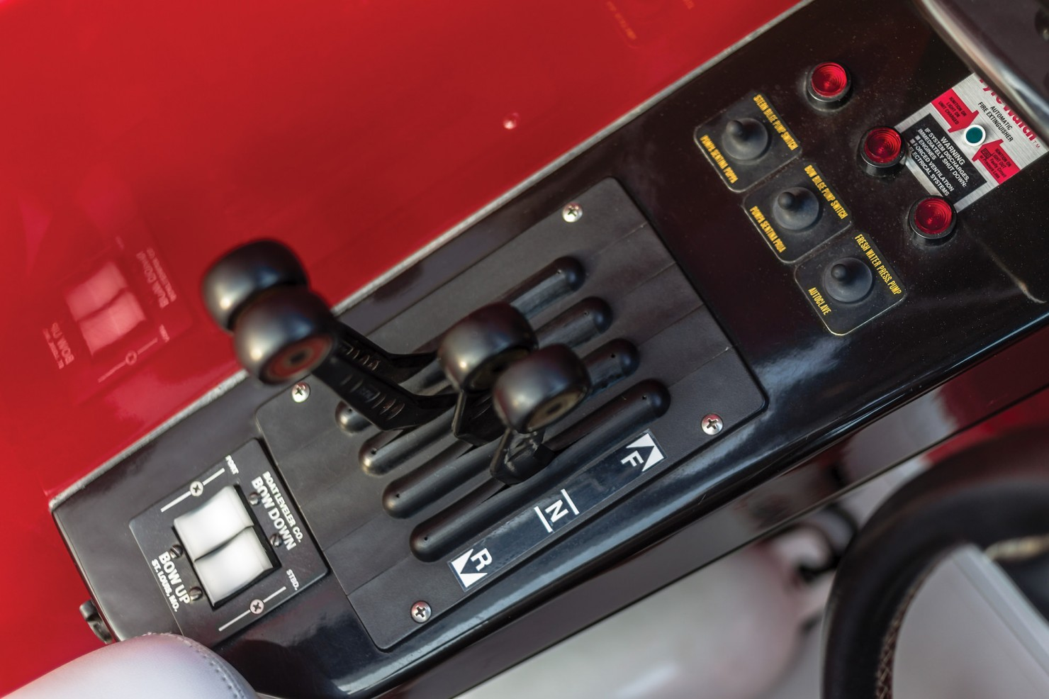Riva Ferrari 32 12