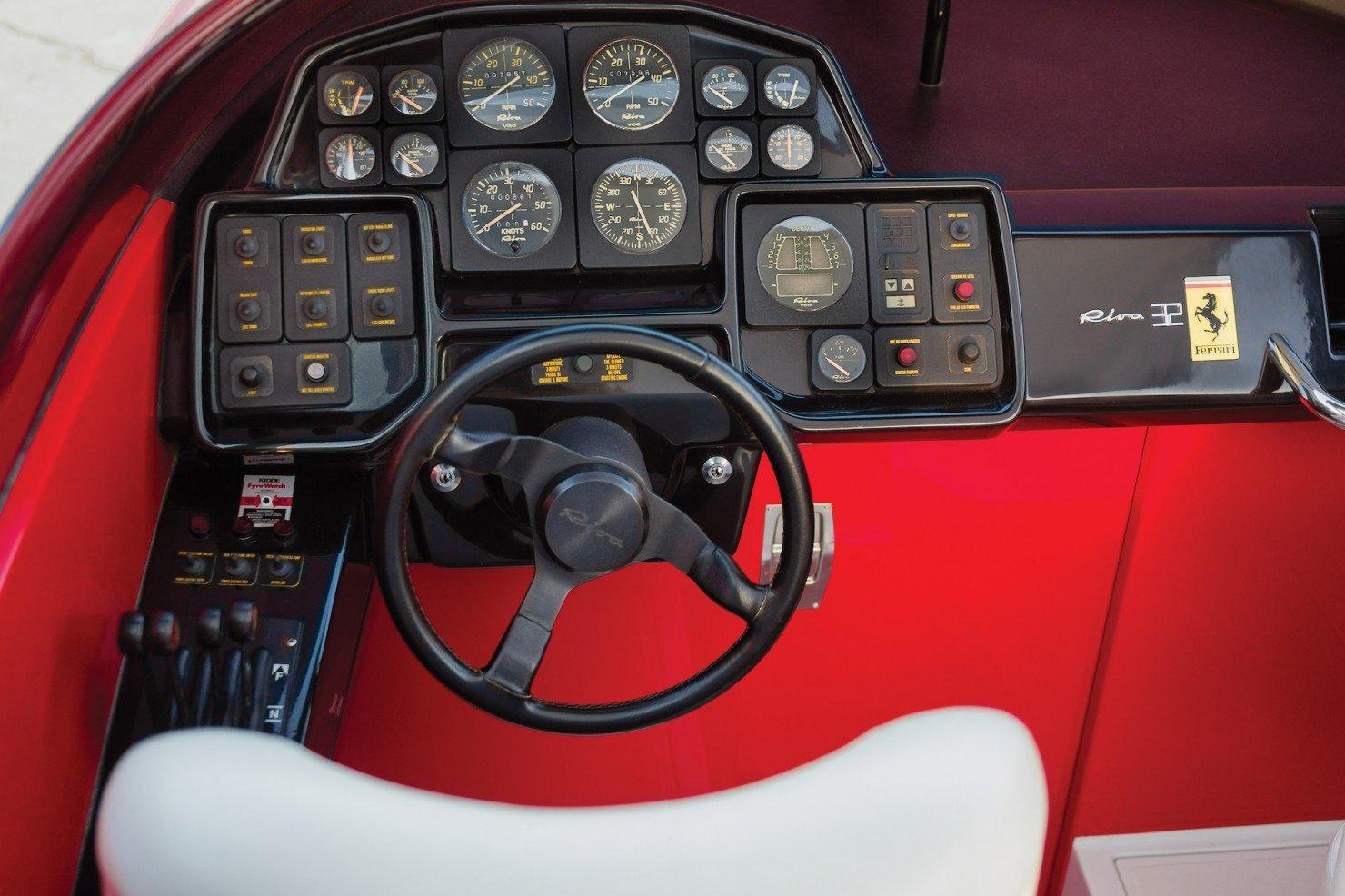 Riva Ferrari 32 3