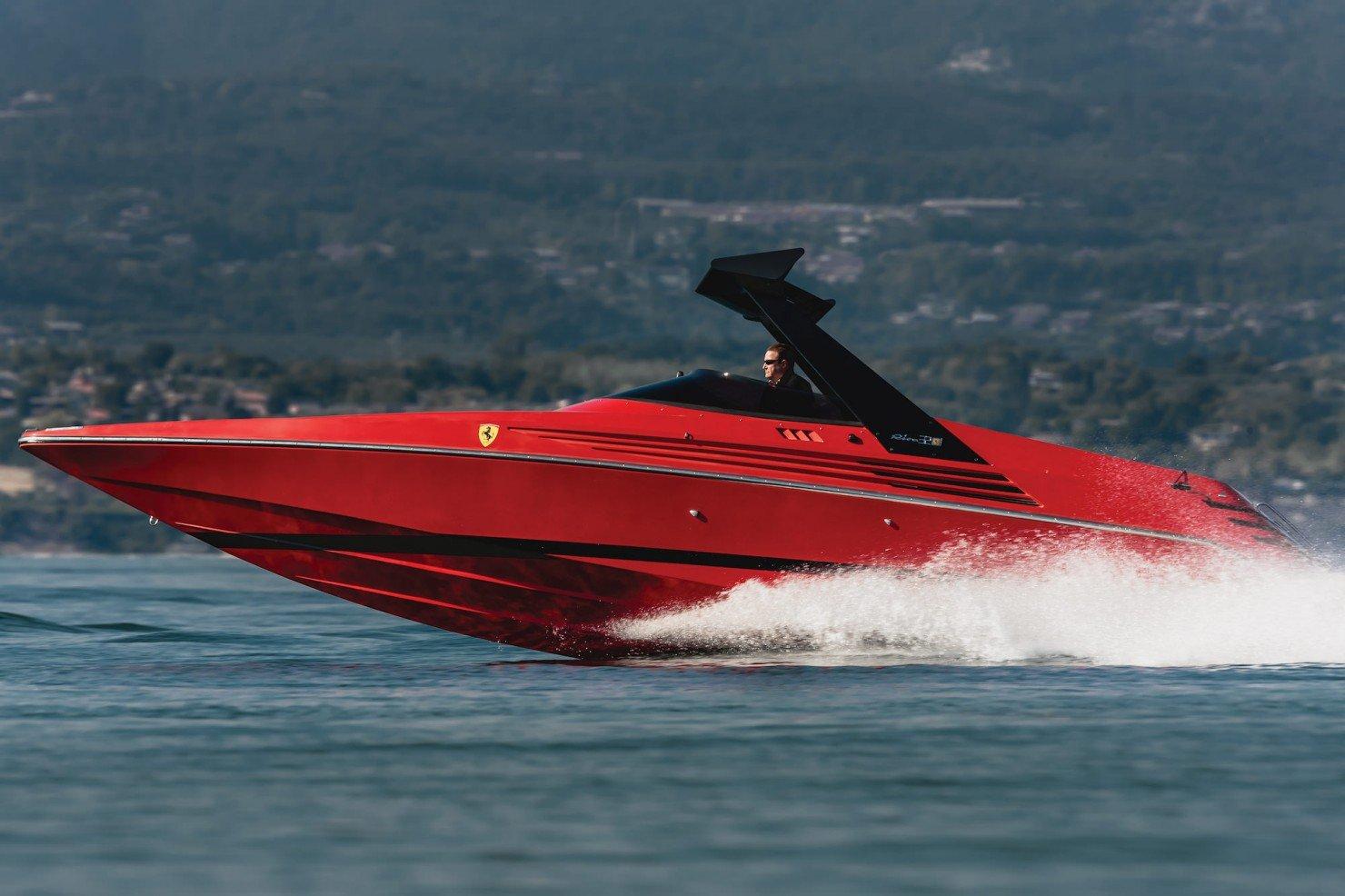 Riva Ferrari 32 4