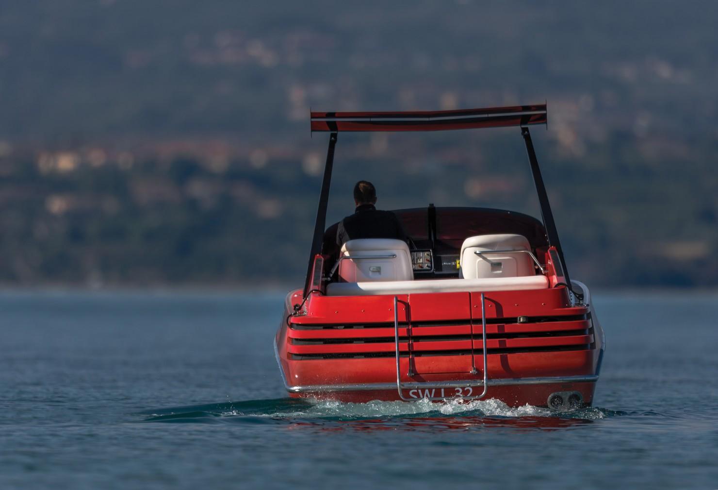 Riva Ferrari 32 7