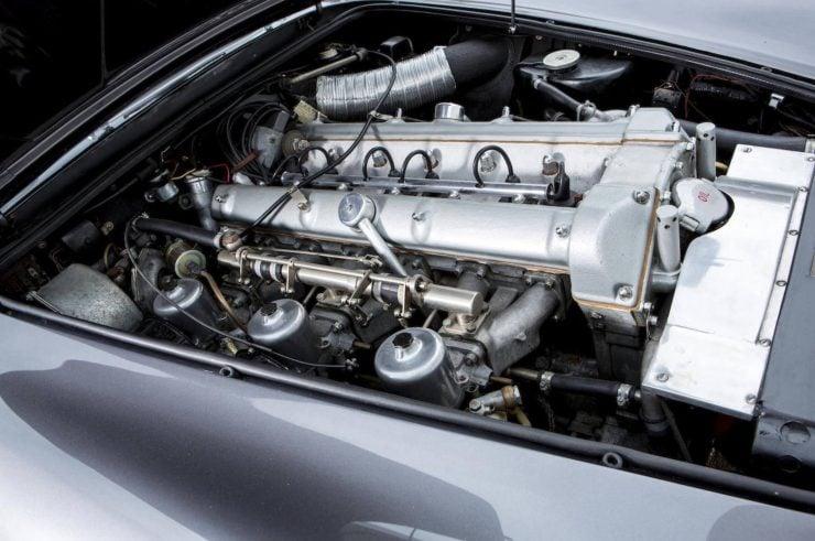 Aston Martin DB4 4