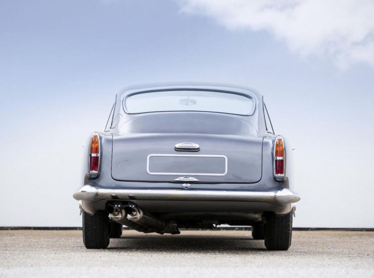 Aston Martin DB4 8