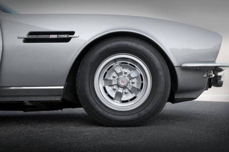 Aston Martin V8 6