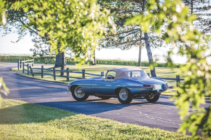 Jaguar E-Type Roadster 10