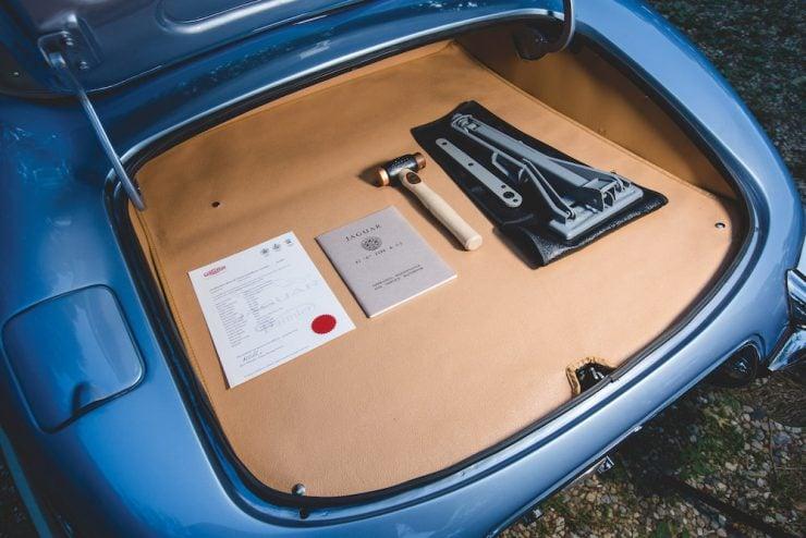 Jaguar E-Type Roadster 13