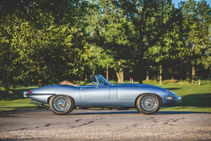 Jaguar E-Type Roadster 16