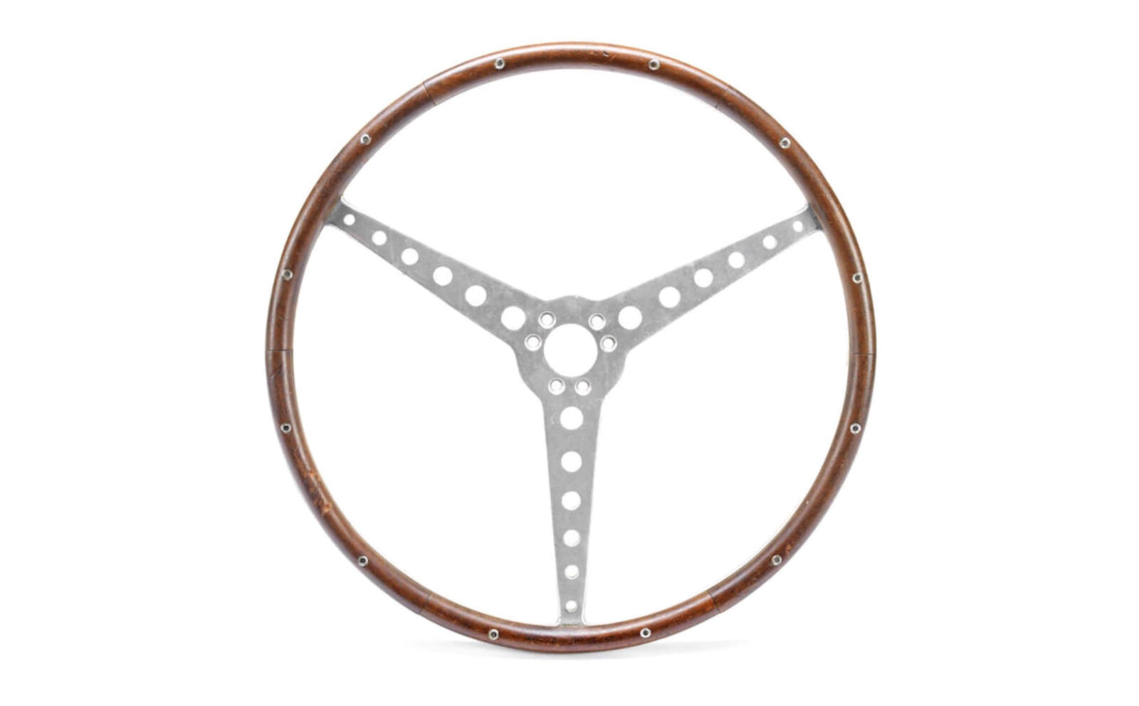 Juan Manuel Fangios Steering Wheel 1 1600x992 - Juan Manuel Fangio's Steering Wheel