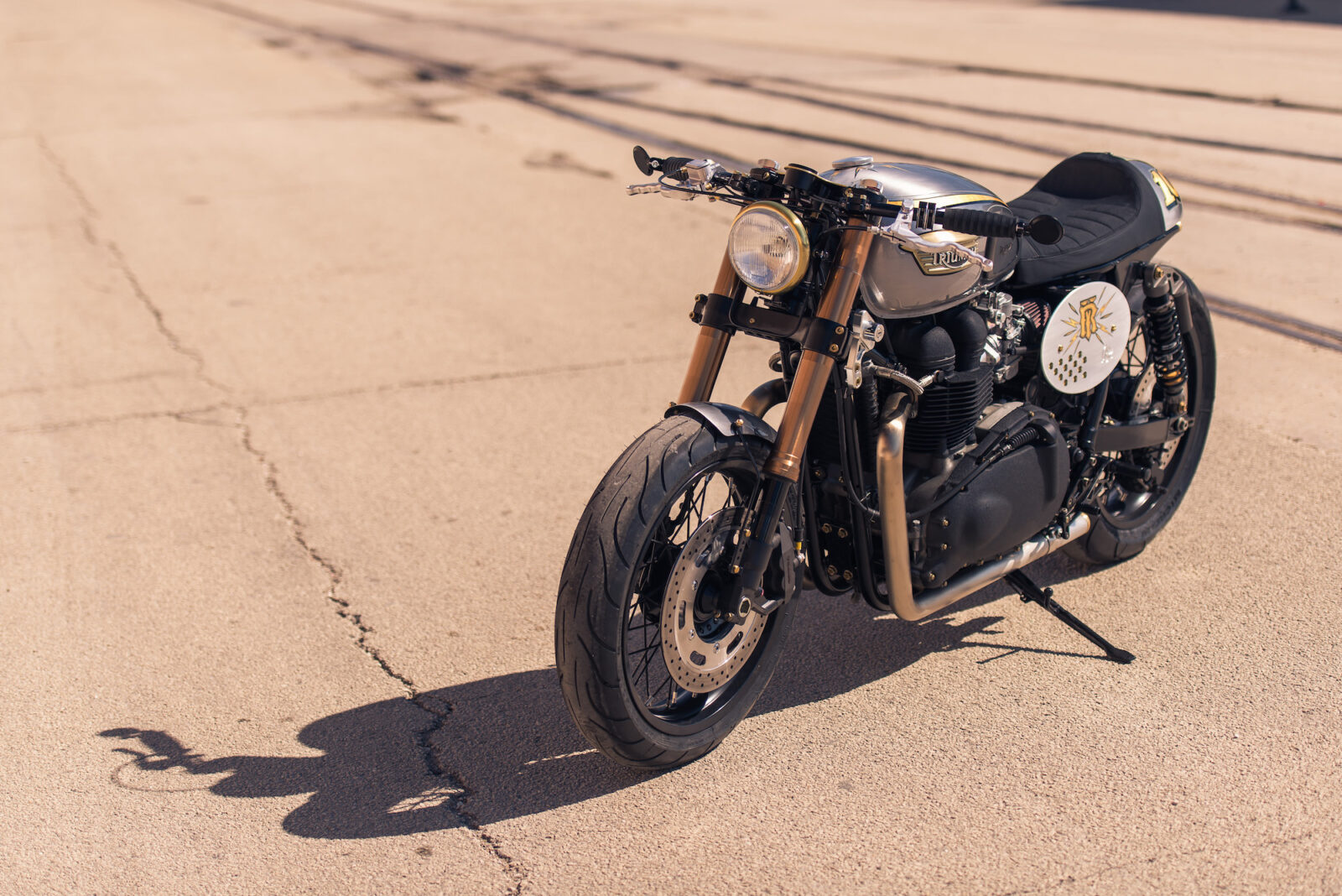 Triumph Bonneville by Analog Motorcycles 8 1600x1068 - Triumph Bonneville by Analog Motorcycles