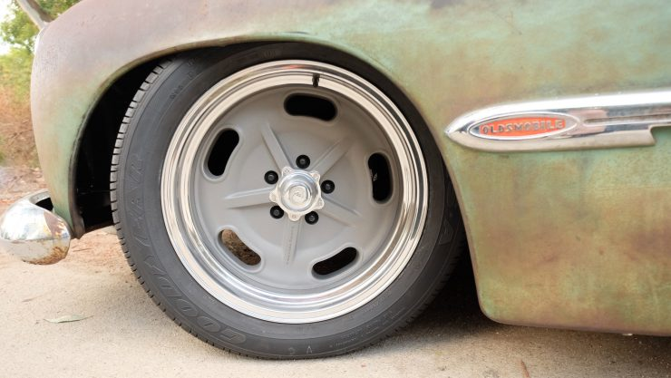 icon-derelict-oldsmobile-wheel-detail
