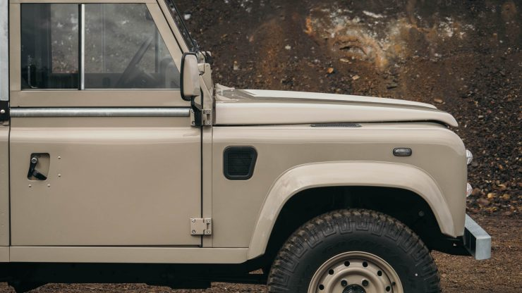land-rover-defender-90-17