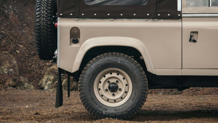 land-rover-defender-90-40