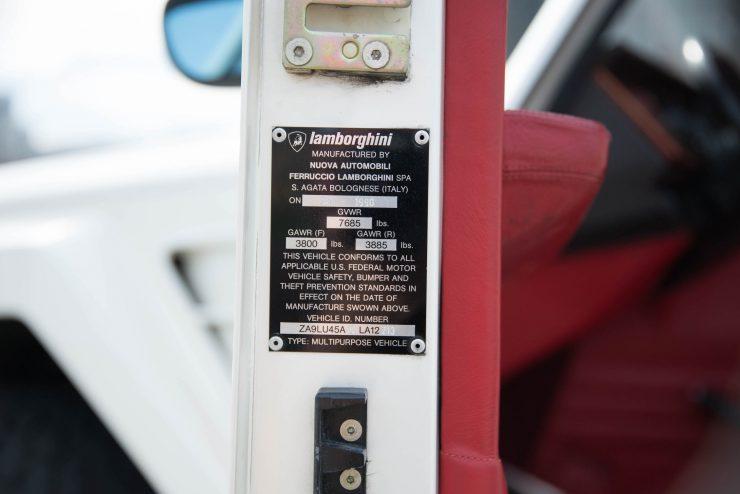 Lamborghini LM 002 17 740x494 - Lamborghini LM 002
