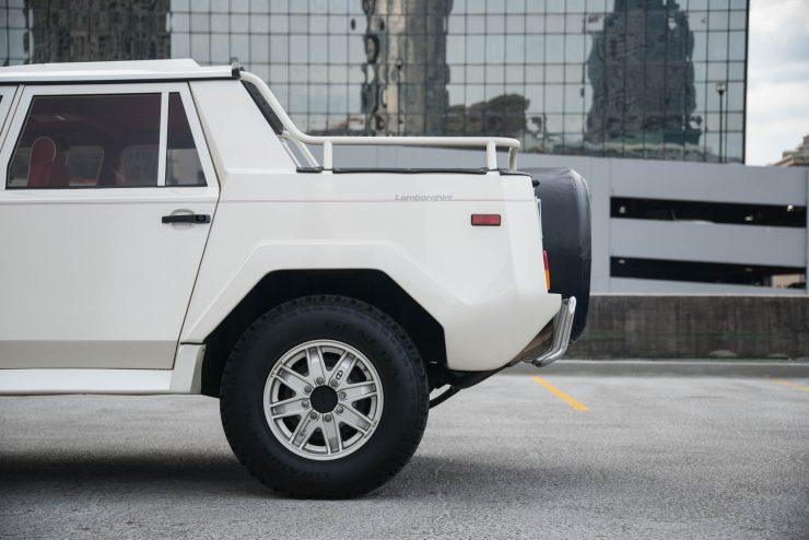 Lamborghini LM 002 5 740x494 - Lamborghini LM 002