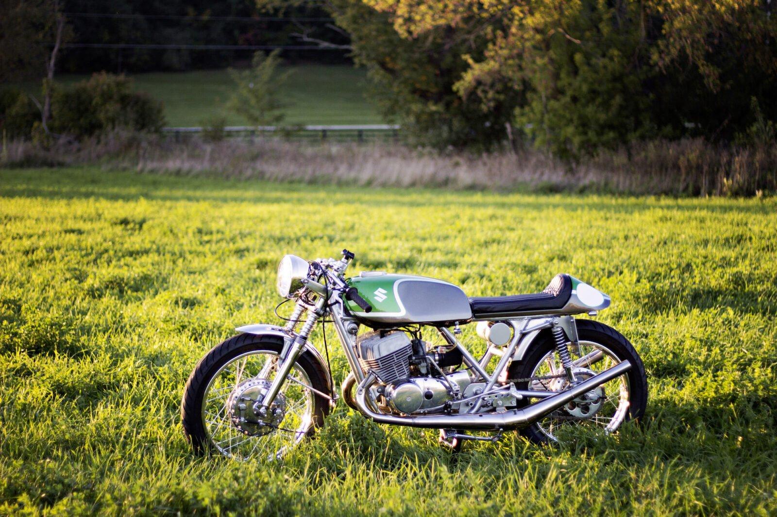Suzuki T500 5 1600x1066 - 1975 Suzuki T500