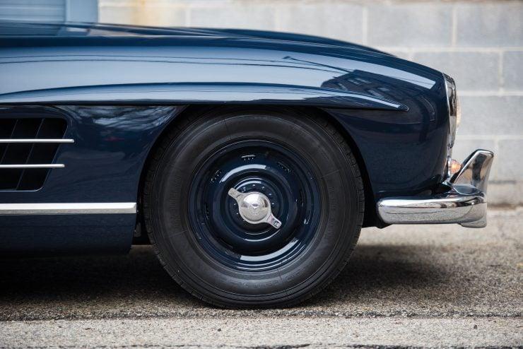 Mercedes Benz 300 SL Gullwing 13 740x494 - Mercedes-Benz 300 SL Gullwing