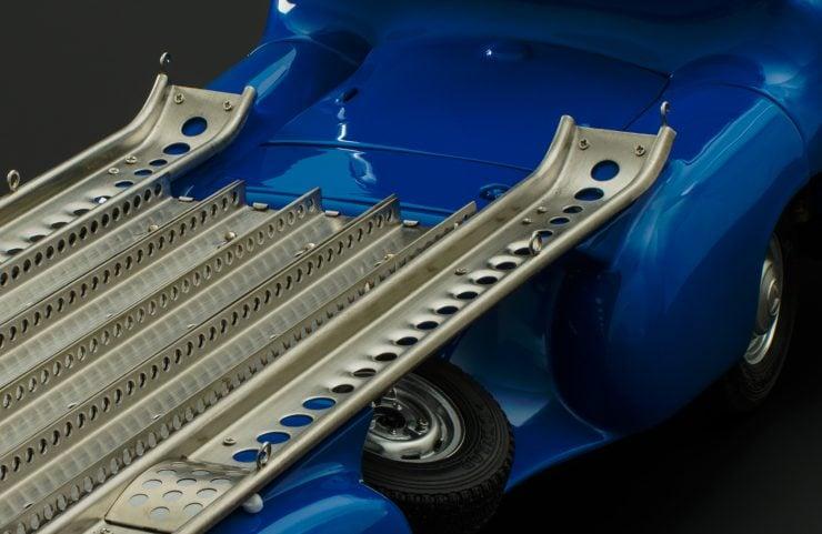 blue wonder dirty hero 300slr 5 740x481 - Mercedes-Benz Blue Wonder + Dirty Hero 300 SLR