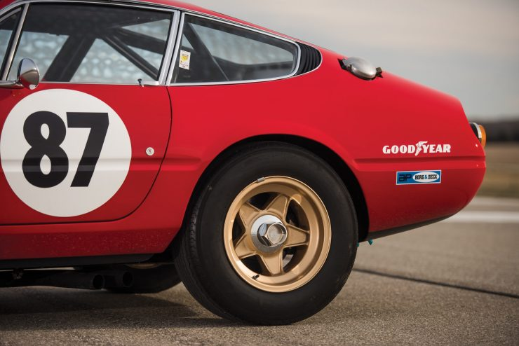 ferrari 365 gtb4 daytona 24 740x494 - Ferrari 365 GTB/4 Daytona Competizione Conversion
