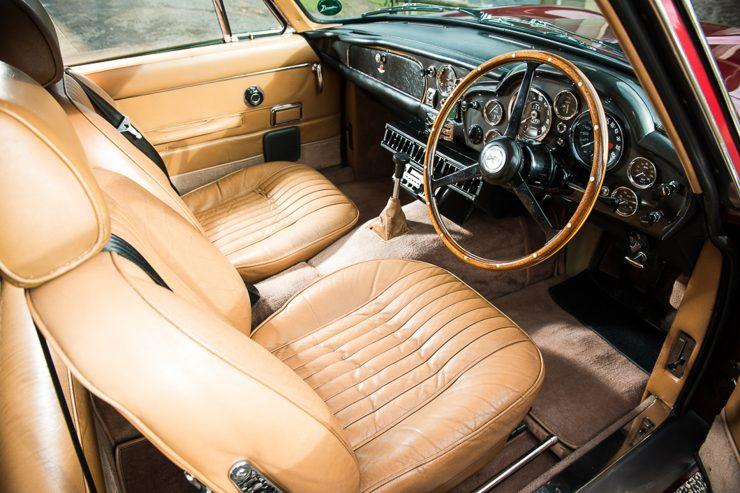 1971 Aston Martin DB6 MKII Vantage interior 740x493 - Aston Martin DB6 MKII Vantage