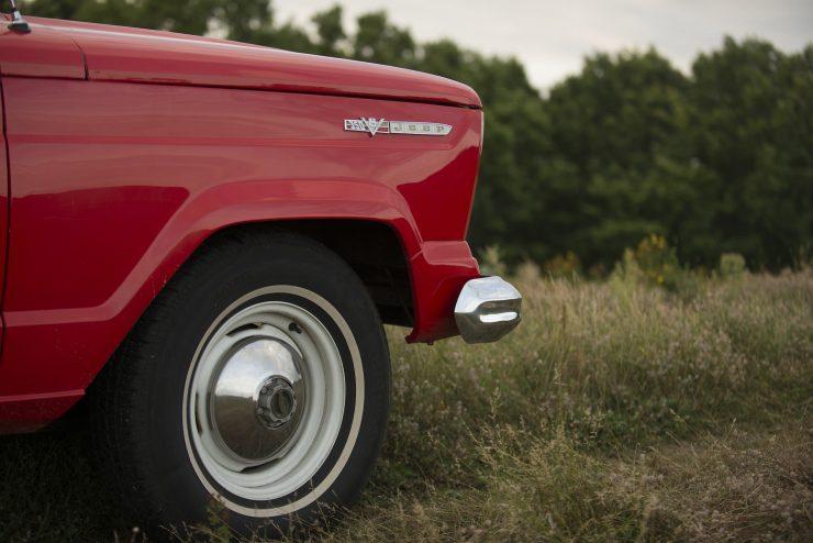 Jeep Wagoneer 10 740x494 - 1968 Jeep Wagoneer