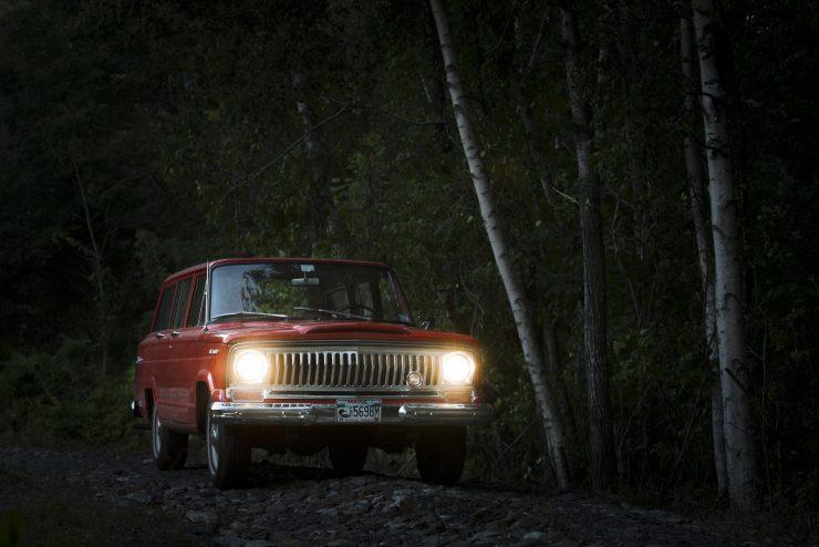 Jeep Wagoneer 17 740x494 - 1968 Jeep Wagoneer