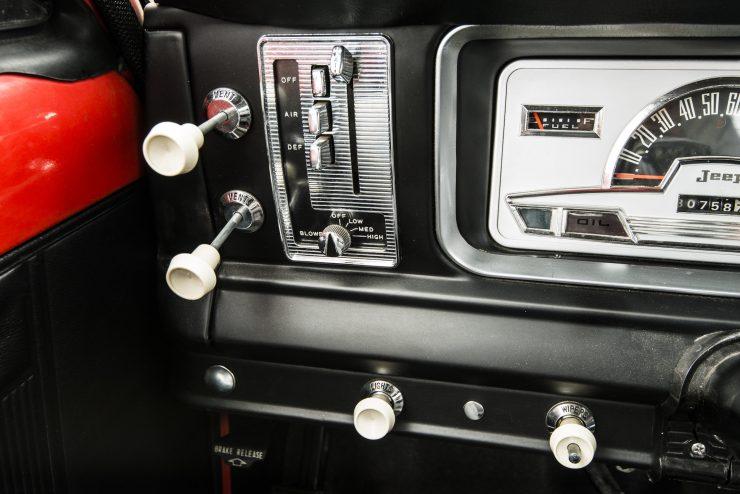 Jeep Wagoneer 5 740x494 - 1968 Jeep Wagoneer