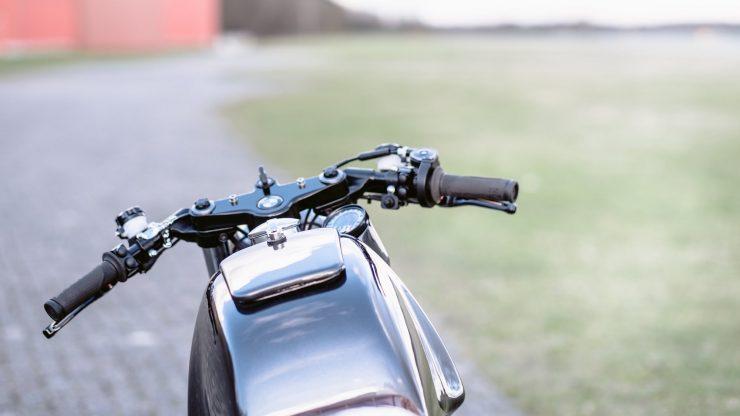 bmw r1100s custom motorcycle 11 740x416 - Moto Adonis BMW R1100S