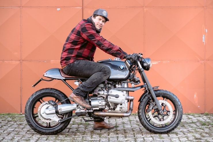 bmw r1100s custom motorcycle 12 740x493 - Moto Adonis BMW R1100S
